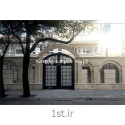 درب فلزی برش لیزری ورودی ساختمان با طرحی منظم و منسجم