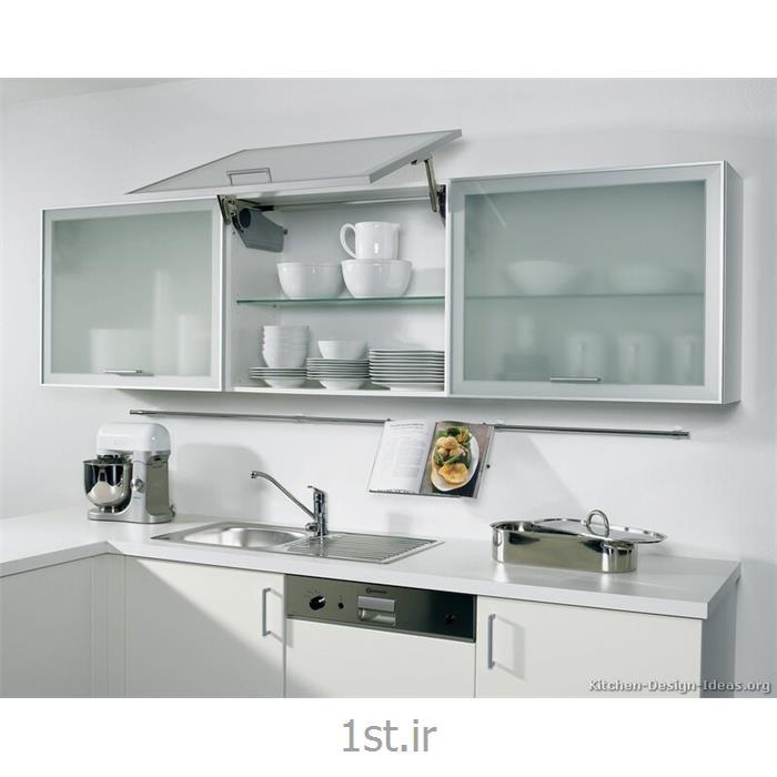 عکس قطعات و لوازم کابینت آشپزخانهدرب کابینت با لولای بلوم blum