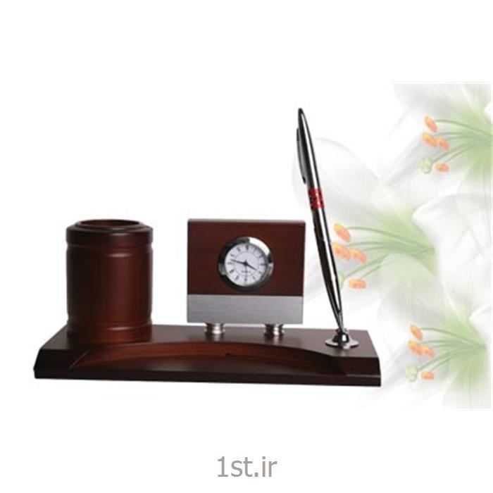عکس لوازم جانبیساعت ST رومیزی چوبی با جای خودکار و لوازم دفتر ST 660
