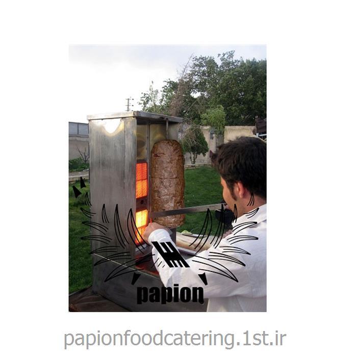 اجرای کباب ترکی با اجاق سیار در چایخانه سنتی