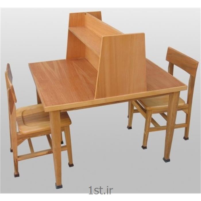 میز مطالعه کتابخانه