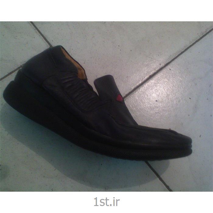 کفش نرم راحتی مناسب برای پیاده روی از حرکت سازان مهر