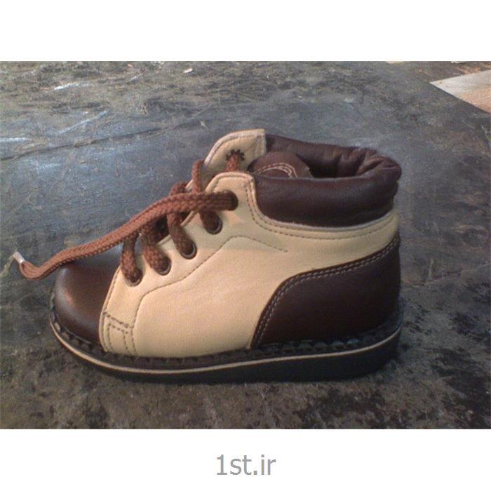 کفش مدل بسکت قهوه ای وکرم از حرکت سازان مهر