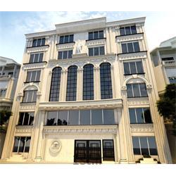نمای ساختمان کلاسیک با استفاده از سنگ تراورتن