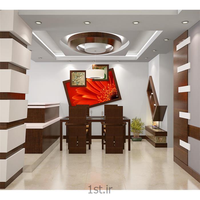 طراحی دکوراسیون داخلی پذیرایی با چوب و کاغذ دیواری