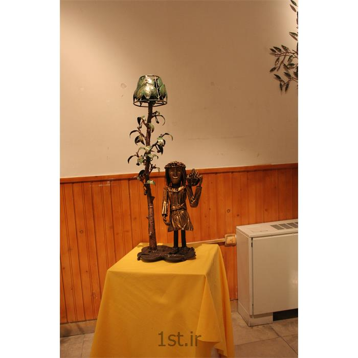 عکس صنایع دستی فلزیمجسمه فلزی تزئینی مدل پیرزن و درخت گیلاس