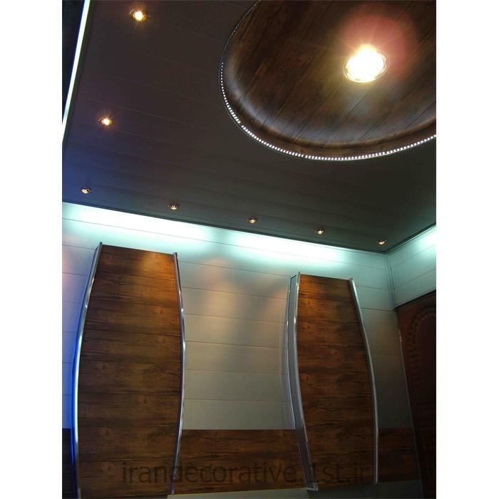 طراحی و اجرای دکوراسیون داخلی ایران دکوراسیون با دیوارکوب پانل پی وی سی آذران پلاستیک به صورت طرحدار رنگ پانل سفیدو قهوه ای