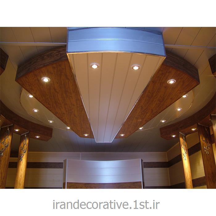 طراحی و اجرای دکوراسیون داخلی لابی با اجرای سقف پوش و دیوارپوش پانل آذران پلاستیک(ایران دکوراتیو) رنگ نقره ای و قهوه ای