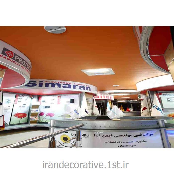 طراحی و اجرای دیوارکوب و سقف پوش فضای تجاری(ایران دکوراتیو) با دیوارپوش pvc آذران پلاستیک رنگ پانل نارنجی و قرمز