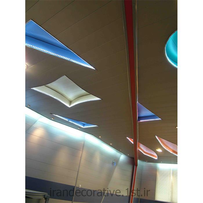 طراحی و اجرای سقف پوش و دکوراسیون داخلی ایران دکوراسیون با دیوارپوش پانل پی وی سی آذران پلاستیک طرحدار رنگ سفید و آبی