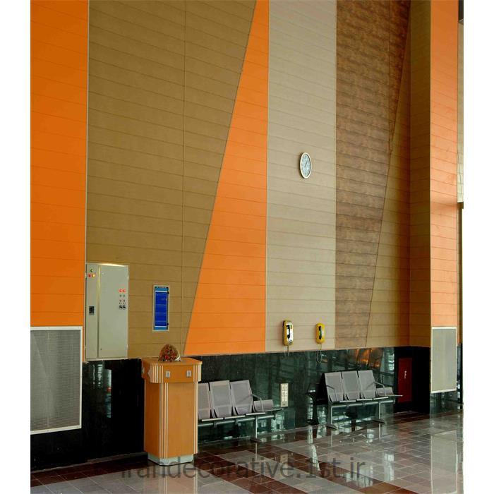 اجرای سقف پوش و دیوار کوب ایران دکوراسیون با دیوارپوش پانل پی وی سی آذران پلاستیک طرحدار با پانل نارنجی و قهوه ای