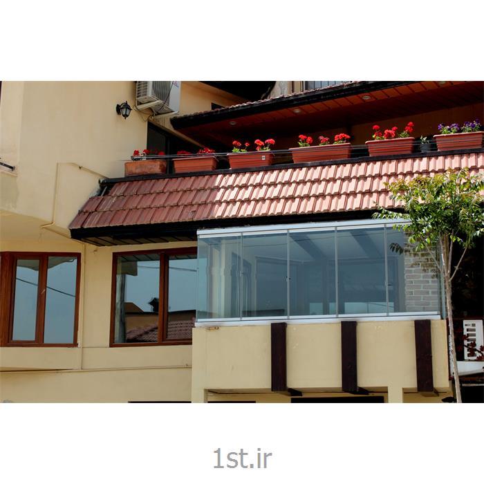 عکس خانه شیشه ایبالکن شیشه ای مهر ( پارتیشن شیشهای متحرک مدل آکاردئونی با دو شکستگی در مسیر )