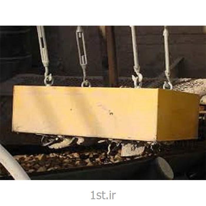 عکس خدمات تولید ماشین آلاتمگنت سپراتور روی نوار نقاله