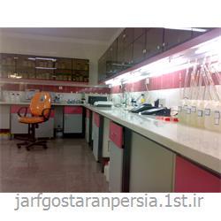 میز کنار آزمایشگاهی