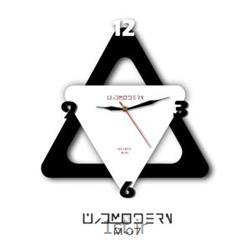 عکس ساعت دیواریساعت دیواری فانتزی فرازمان سفید و مشکی مثلث مدل 07