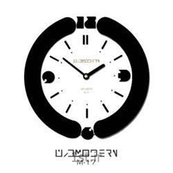 عکس ساعت دیواریساعت دیواری فانتزی فرازمان سفید و مشکی گرد مدل 17