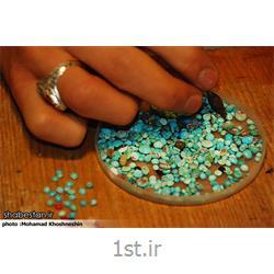 عکس طراح و سازنده جواهراتسوار کردن نگین