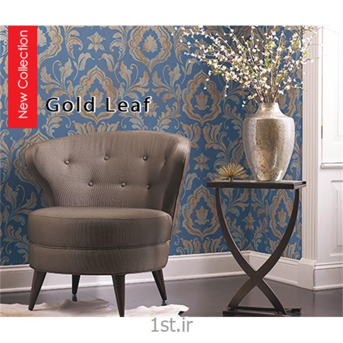 عکس کاغذ دیواری و دیوار پوشکاغذ دیواری کلاسیک پشت میز تلویزیون آمریکایی گلدلیف ( Gold Leaf )